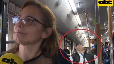 """Pasajero es pillado descansando en su """"sommier"""" de la Línea 12"""