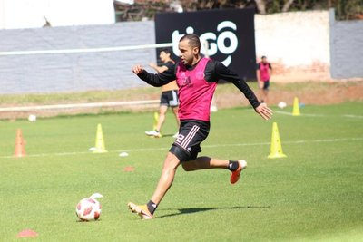 Sergio Otálvaro lleva tres tarjetas rojas en Olimpia