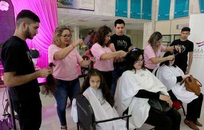 Octubre Rosa: Mujeres donaron cabello para hacer pelucas