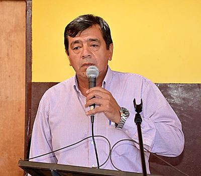 Rubén Rojas hace caso omiso a mensura judicial para recuperar calle usurpada