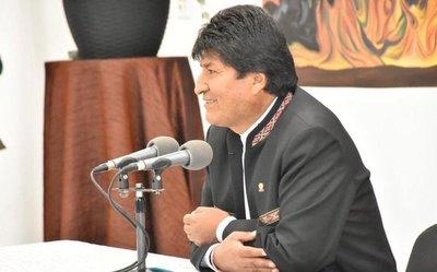 Evo Morales dice que iría a segunda vuelta aunque confía en ganar en primera