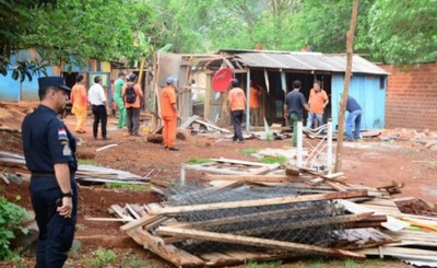 Supuestos sin techos vuelven a invadir la plaza Los Abuelos del Km 5