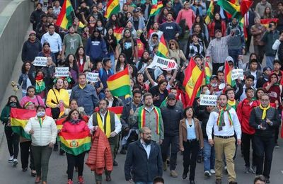 Opositores bolivianos llaman a la movilización pacífica por segunda vuelta