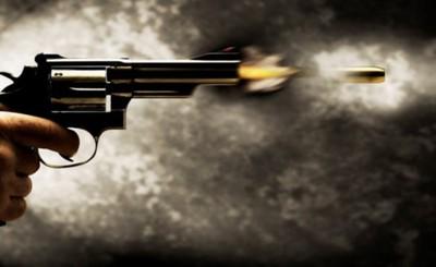 Quiso empeñar un arma casera y disparó accidentalmente a su vecino