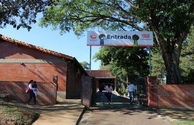 Encarnación: intendente recordó a director de EBY su compromiso con salud