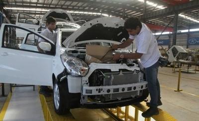 HOY / Paraguay firma acuerdo de libre comercio automotor con Argentina