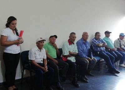 Adultos mayores de Concepción buscan apoyo de los senadores