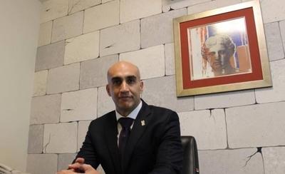 HOY / Salud llora miseria pero trae 'asesores importados' con sueldos de 19 a 45 millones