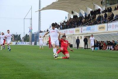 Frutos y Meza Colli sacuden con goles la Liga Premier de Azerbaiyán