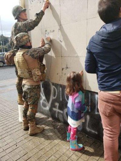 Levantan toque de queda en Santiago y otras regiones en Chile