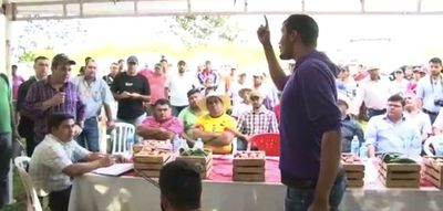 Tomateros abuchearon a Friedmann en Caaguazú