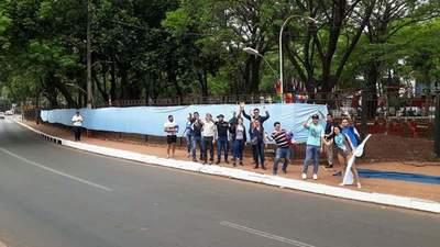 SomosGay y organizaciones pro familia de CDE se enfrentaron y crearon caos en una plaza