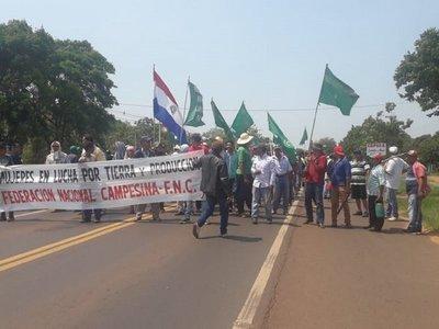 Campesinos de la FNC cierran ruta por 20 minutos en San Pedro