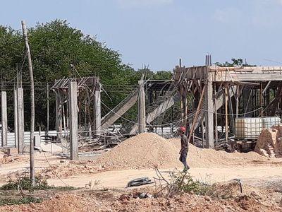 Dos albañiles heridos en obra de construcción de IPS en Paraguarí