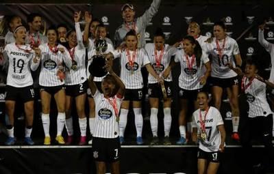 El Corinthians alza el título de la Libertadores femenina de Ecuador