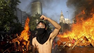 Chile arde en el primer día sin militares en la calle y tras el cambio de gabinete