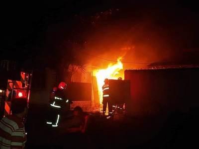 Noche y madrugada con fatal incendio, accidente, asalto y detenciones •