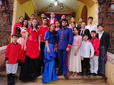 La Noche de Teatro cierra el mes cultural del Festival de la Raza en Villarrica