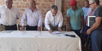 PEQUEÑOS PRODUCTORES DE FLEITAS CUÉ RECIBEN 4 MOTOCULTORES