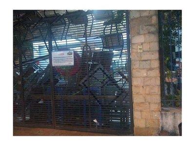 Estudiantes toman colegio Stella Maris y piden salida del director