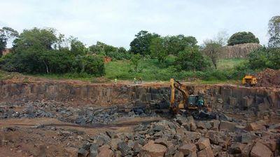 Clausuran cantera de piedra por daños ambientales en Presidente Franco