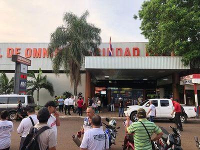 Nuevo desacato a la orden judicial: Prieto entrega edificio de la Terminal de Ómnibus, pero prohíbe que opere