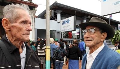 Adultos mayores, herederos y pensionados cobran en la fecha sus pensiones