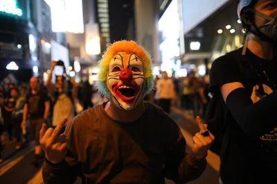 Hong Kong: máscaras de Halloween para protestar contra el 'terror' chino