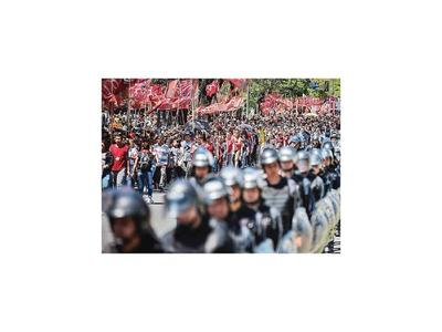 Argentinos marchan para pedir aplicación de la ley  alimentaria