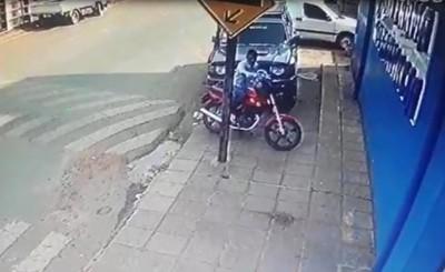 Hurtan biciclo frente a farmacia