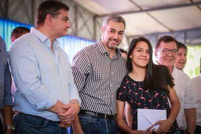 Gobierno entrega cerca de 1.000 becas a jóvenes universitarios de Misiones