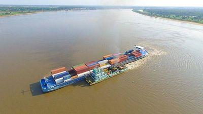 Embarcación de gran porte quedó varado en Pilar