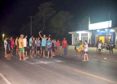Crecen las protestas de usuarios por los cortes de agua y luz