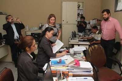 Fiscal incautó documentos de comuna lambareña