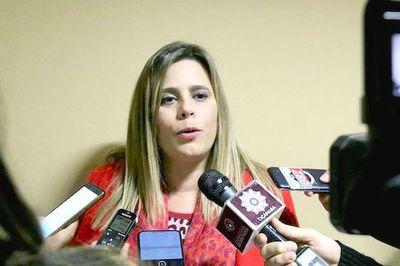 Kattya González considera que ampliación para Diputados es para blindar a Miguel Cuevas