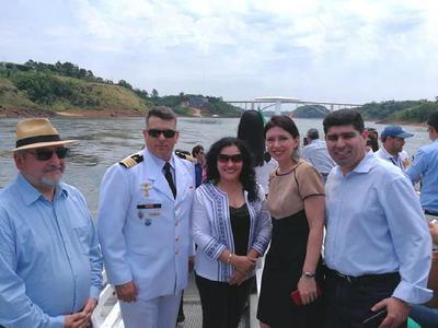 Nueva opción turística une a Paraguay y Argentina mediante un catamarán