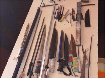 Incautan armas blancas y lanzas en penal de Pedro Juan Caballero