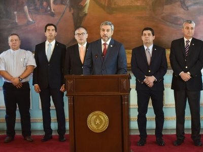 Marito arrastra  imagen desgastada para enfrentar hechos de corrupción