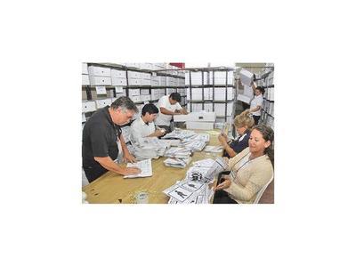 Hoy abren ofertas de cuestionada licitación de máquinas de votación