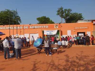 Pobladores toman Municipalidad de Arroyito y Junta presentará denuncia contra intendente
