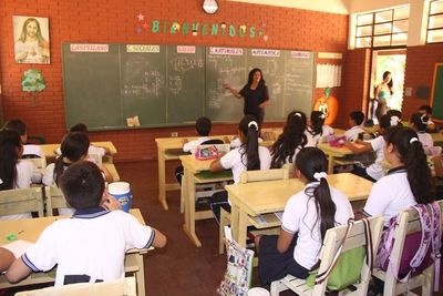 Proponen aumento salarial para docentes desde enero
