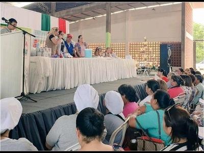CON APOYO DE LA GOBERNACIÓN, REALIZARON JORNADA DE CAPACITACIÓN Y SERVICIOS EN CORONEL BOGADO