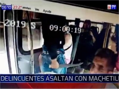 Capturan a sospechosos de robar con machetillo en un bus