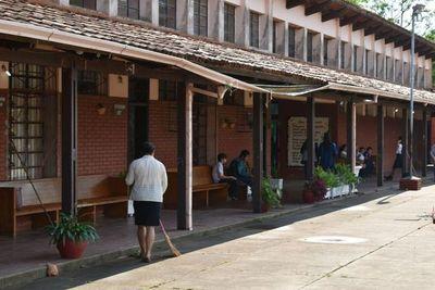 Urge reparación total de escuela en Ayolas