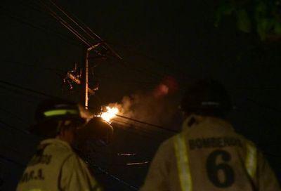Escasa lluvia no logra aplacar apagones y hasta incendio de transformadores