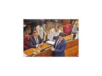 Enojo de senadores con Efraín le resta respaldo en el PLRA