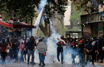 Un sismo marca el superlunes de protestas en Chile, en espera de acciones políticas