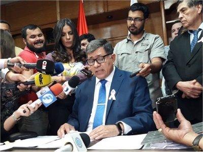 Armando Gómez asegura que no renunciará como intendente de Lambaré