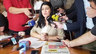 Ex viceministra demanda a Petta por 2.000 millones por daño moral