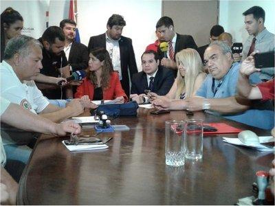 Guardiacárceles y funcionarios del Registro Civil logran acuerdo con Gobierno